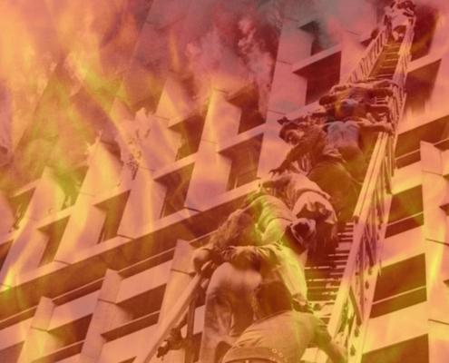 Bombeiros resgatam pessoas no Edifício Joelma